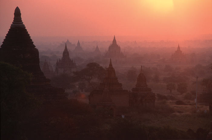 sunrise in Bagan, photo: Jörg Sefert