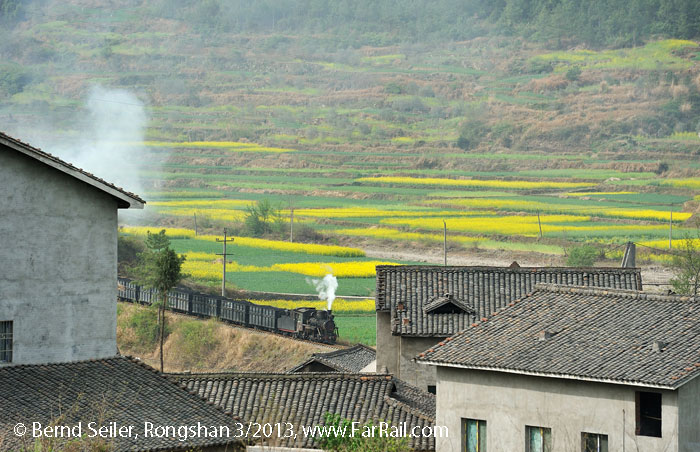 Rongshan: above the roofs of Yanwo